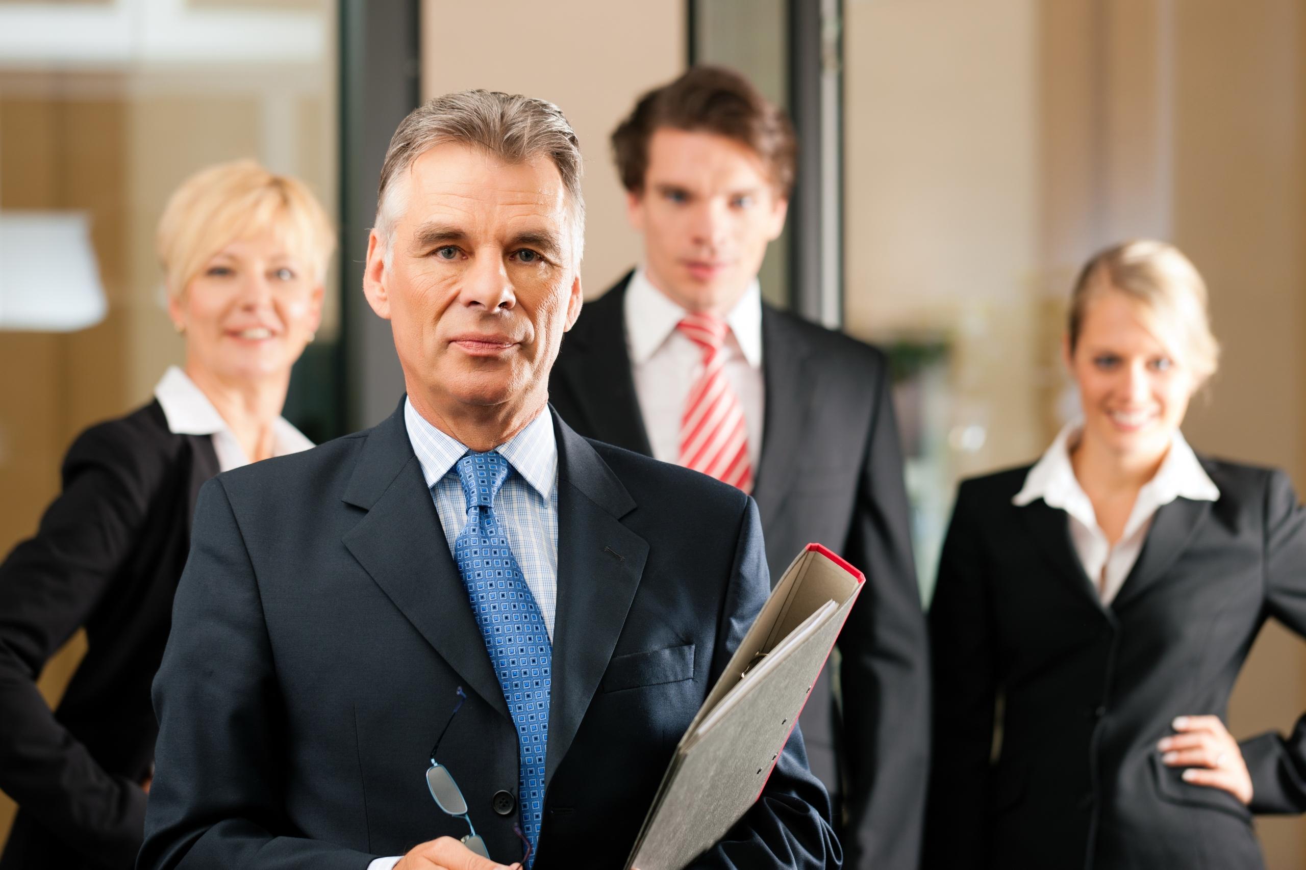 адвокат съдебни дела, споразумения, водене на процес, нелоялна конкуренция