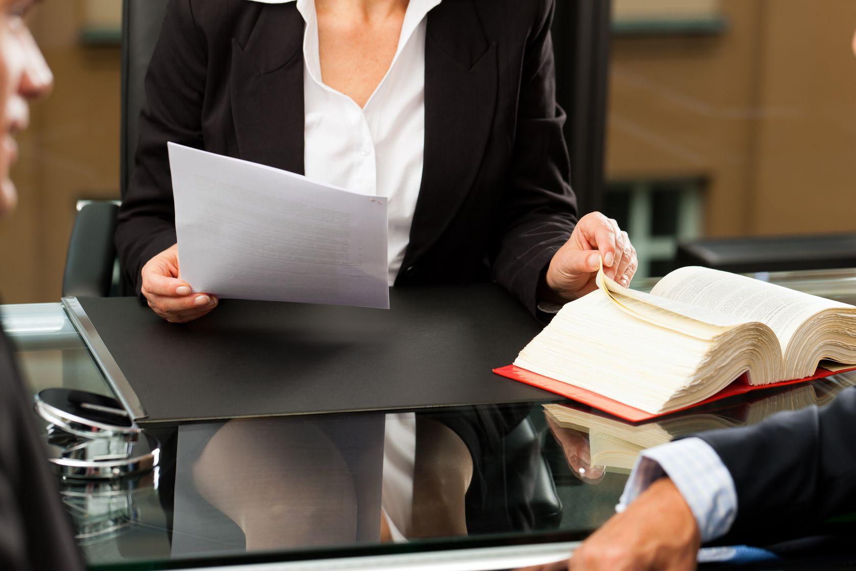 Запазена и разполагаема част от наследството, Иск по чл. 30 ал.1 ЗН, Адвокат наследствени дела, Оспорване на запазена част от наследството на наследодателя, накърняване на запазена част наследник, определяне на разполагаема част наследодателя